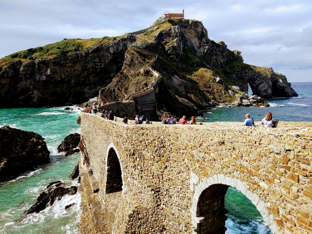 San Juan de Gaztelugatxe spain game of throne walking