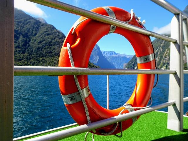 Milford Sound from Te Anau Cheap milford sound cruise